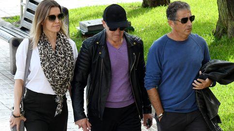 Antonio Banderas, su hermano y su mujer, Nicole Kimpel, llegan al tanatorio