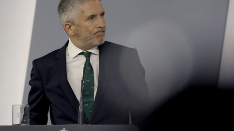 Marlaska anuncia el pago de la equiparación salarial para tapar la crisis en la Guardia Civil