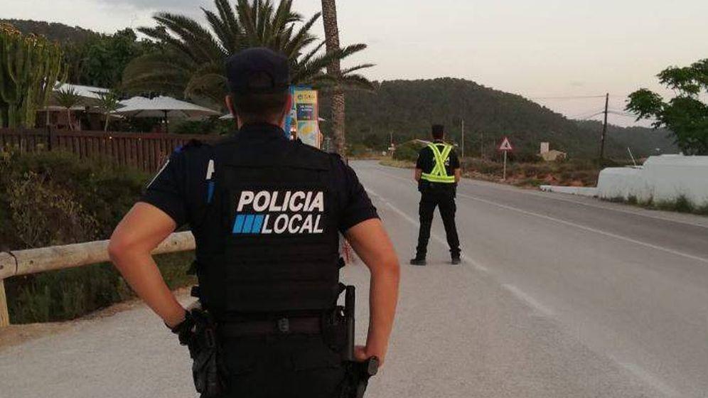 Foto: Detienen a un taxista ilegal por traficar con drogas (@PoliciaStJosep)