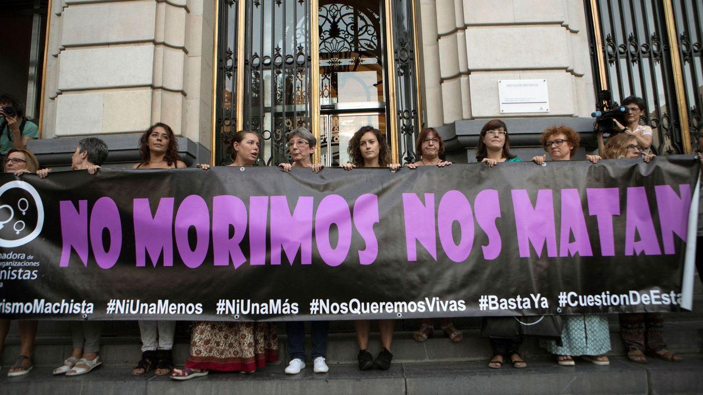 Foto: Concentración en Zaragoza contra la violencia machista. (EFE)