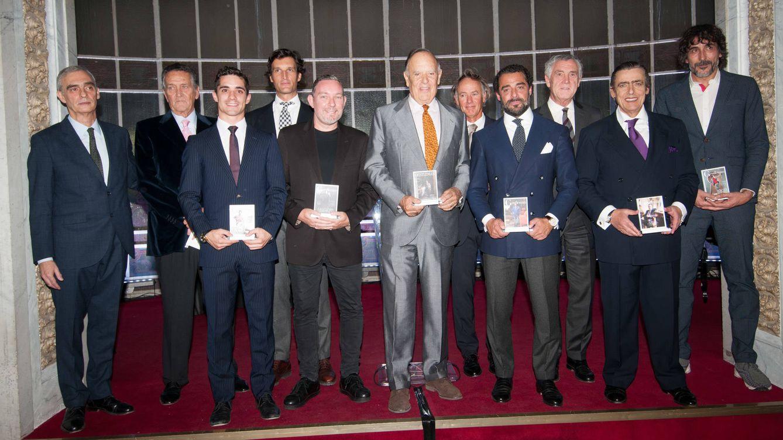 Foto: Foto de familia con los homenajeados –junto al director de la revista, Fernando Rimblas, el primero por la izquierda– por Gentleman, ayer en el Casino de Madrid. (Massimiliano Polles)
