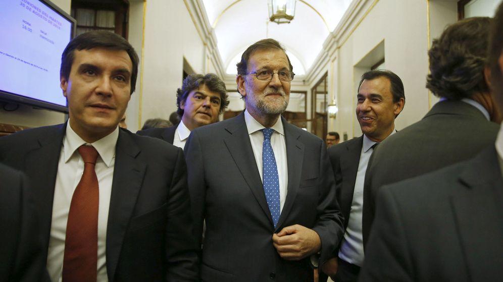 Foto: José Luis Ayllón, junto a Mariano Rajoy, en el Congreso. (EFE)