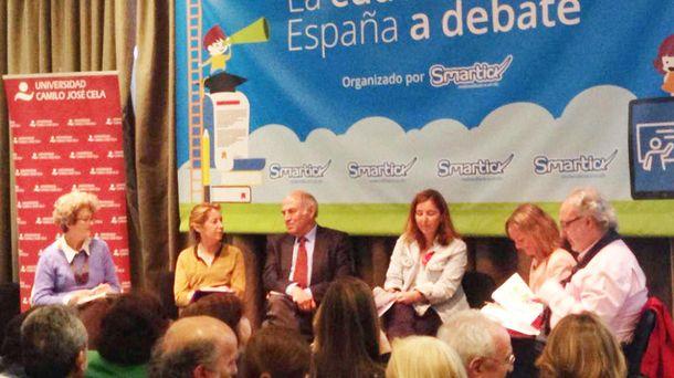 Foto: De izquierda a derecha, los representantes de Podemos, PP, José Antonio Marina, Ciudadanos y PSOE.