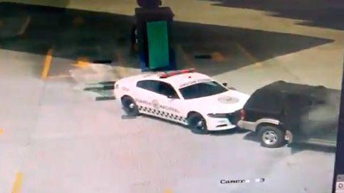 Vídeo | Se juega la vida para evitar que un coche ardiendo explote en una gasolinera