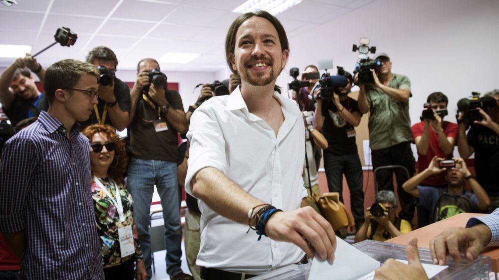 Foto: Pablo Iglesias votando en Madrid. (EFE)