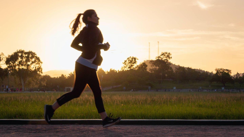 La mejor hora para salir a correr y perder peso. (Alex McCarthy para Unsplash)