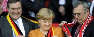 Una televisión de Suiza confunde el himno alemán con la versión nazi antes del partido Austria Alemania