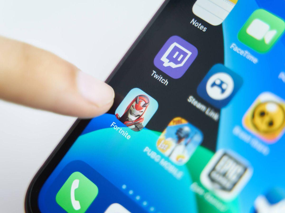 Foto: Acceso al videojuego 'Fortnite' desde el móvil. (iStock)