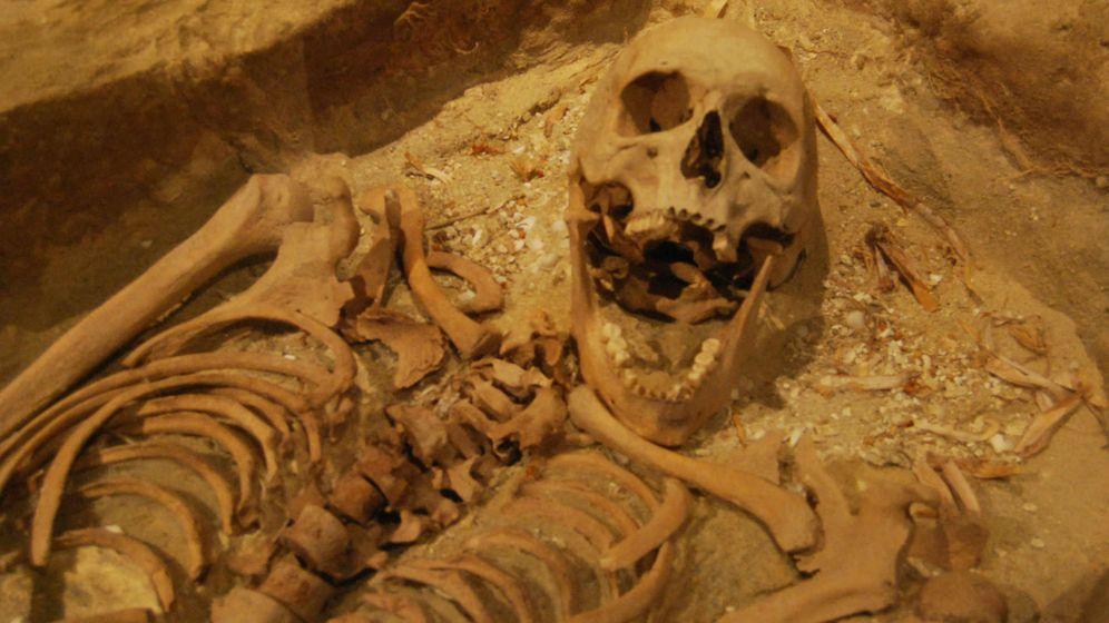 Foto: Los esqueletos se han conservado en buen estado gracias a la composición del suelo de la isla. (CC/Guy de la Bedoyere)