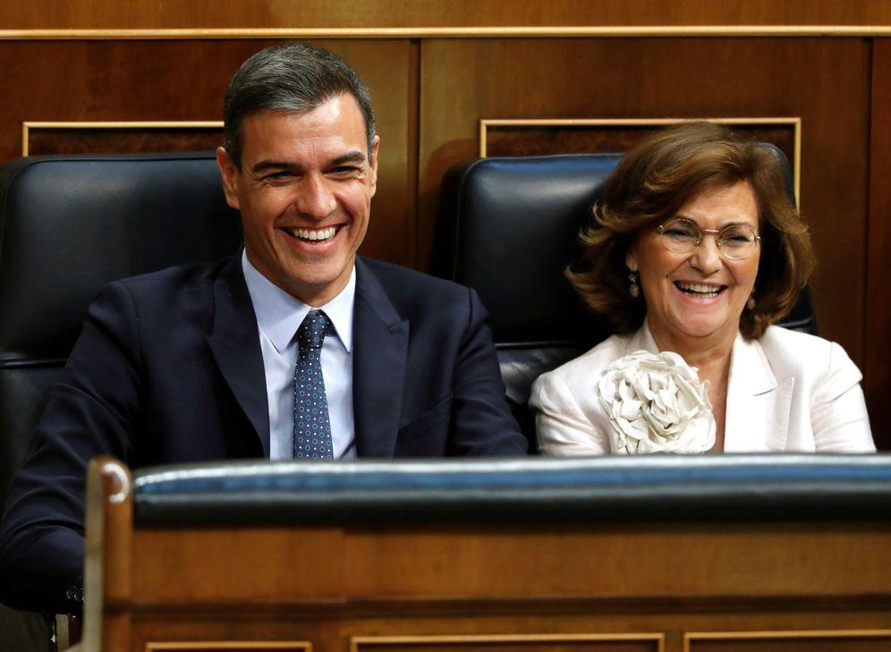 Foto: Pedro Sánchez y la vicepresidenta en funciones, Carmen Calvo, este 23 de julio en el debate de investidura en el Congreso. (EFE)