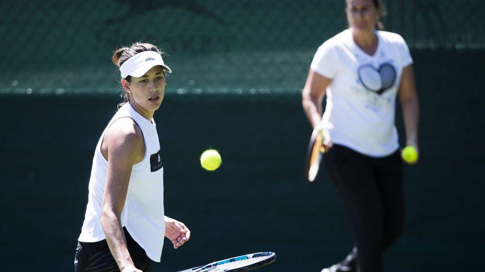 Foto: Conchita y Garbiñe, en Wimbledon 2017. (Reuters)