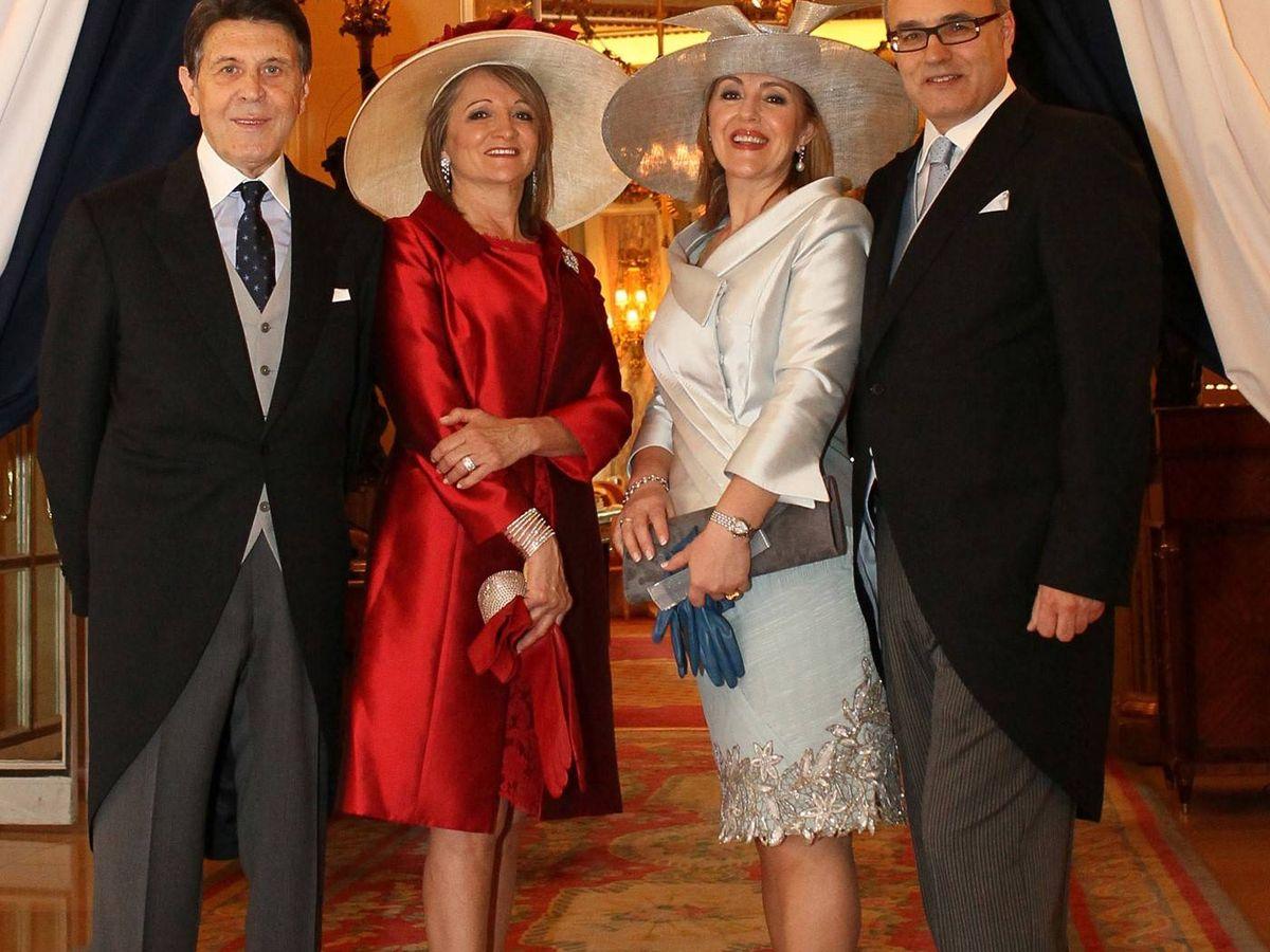 Foto: Manuel Colonques y Pedro Pesudo, con sus esposas Delfina y Ellia. (Foto: Porcelanosa)