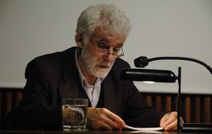Muere Ángel González García, la voz independiente del arte