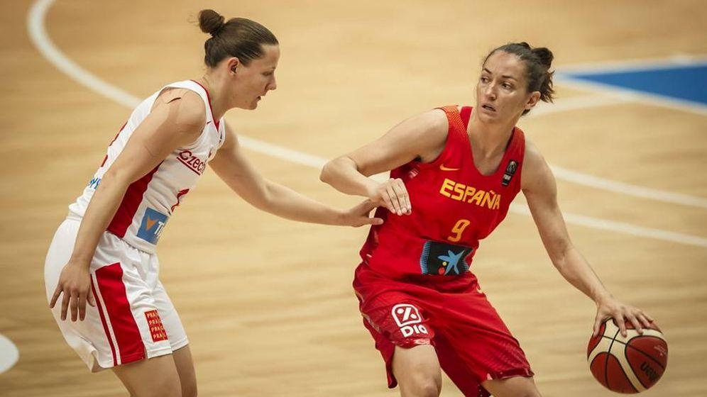 Foto: Laia Palau durante el partido de este lunes contra la República Checa en el EuroBasket. (Federación Española de Baloncesto)