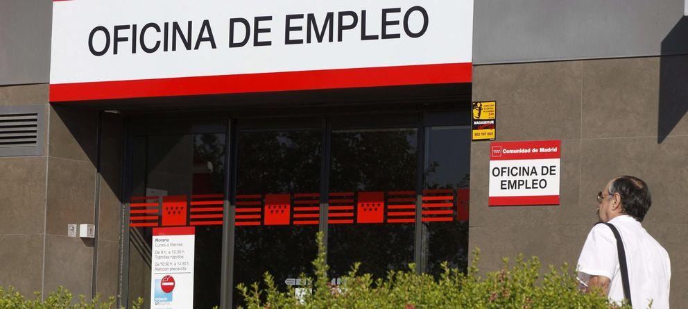 Foto:  Vista de la entrada de una oficina de empleo en Madrid (Efe)