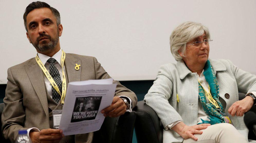 Foto: La 'exconsellera' Clara Ponsatí y su abogado Aamer Anwar. (Reuters)
