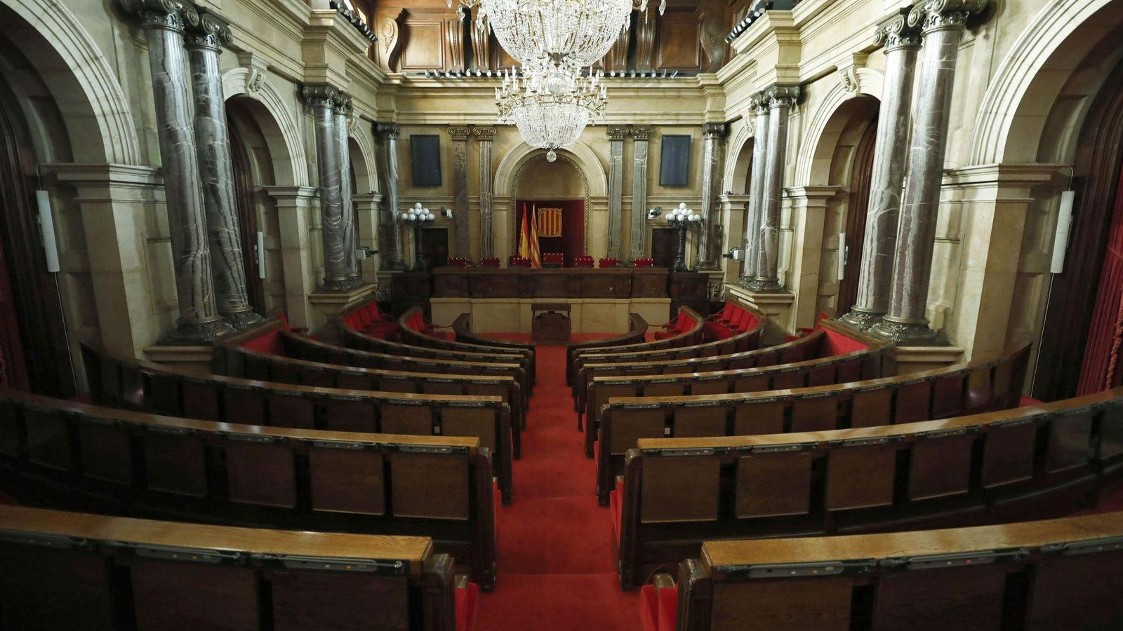 Foto: Vista del salón de sesiones del Parlament de Cataluña. (EFE)