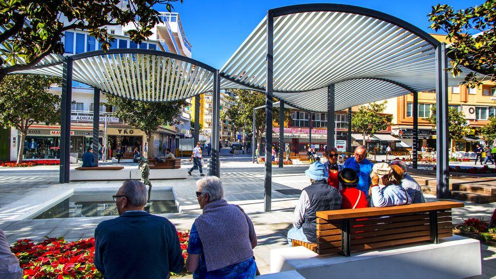 Foto: Pérgolas en la plaza Costa del Sol de Torremolinos.