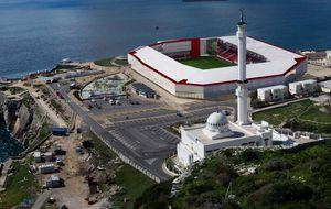 Gibraltar se enfrenta a miles de aficionados al fútbol por culpa del nuevo estadio