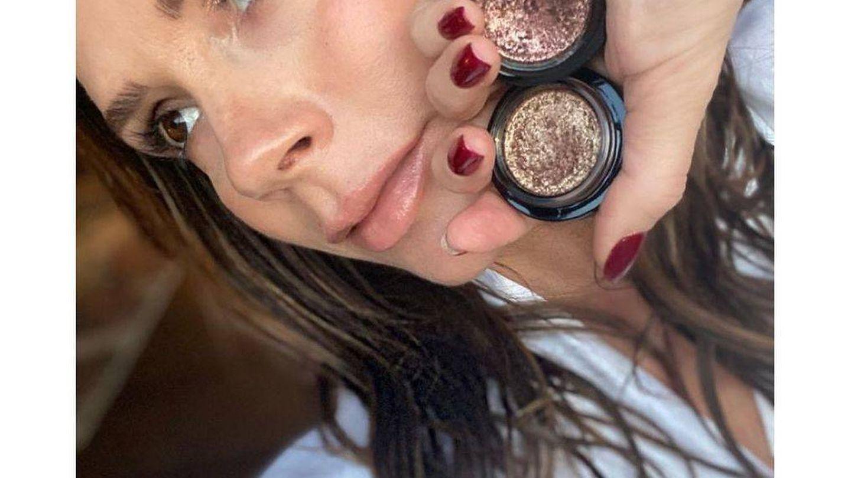 El maquillaje habitual de Victoria Beckham siempre utiliza sombras cremosas. (Instagram @victoriabeckhambeauty)