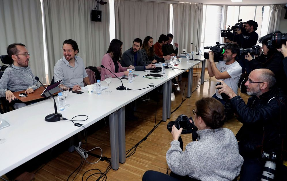 Foto: Pablo Iglesias y el secretario de Organización de Podemos, Pablo Echenique, este sábado durante el consejo ciudadano estatal. (EFE)