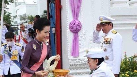 La ¿feliz? aparición de la amante repudiada (y encarcelada) por el Rey de Tailandia