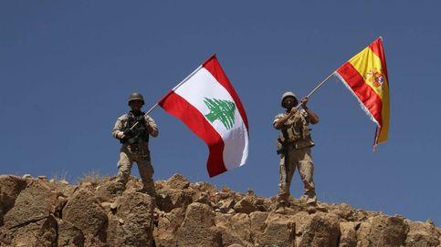 El Ejército libanés ondea una bandera española en homenaje a las víctimas