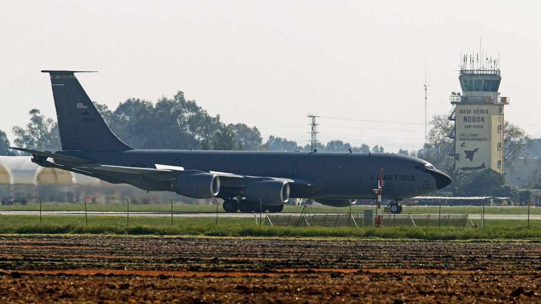 Foto: Imagen de archivo de un avión cisterna de las Fuerzas Aéreas de EEUU en la base de Morón de la Frontera. (EFE)