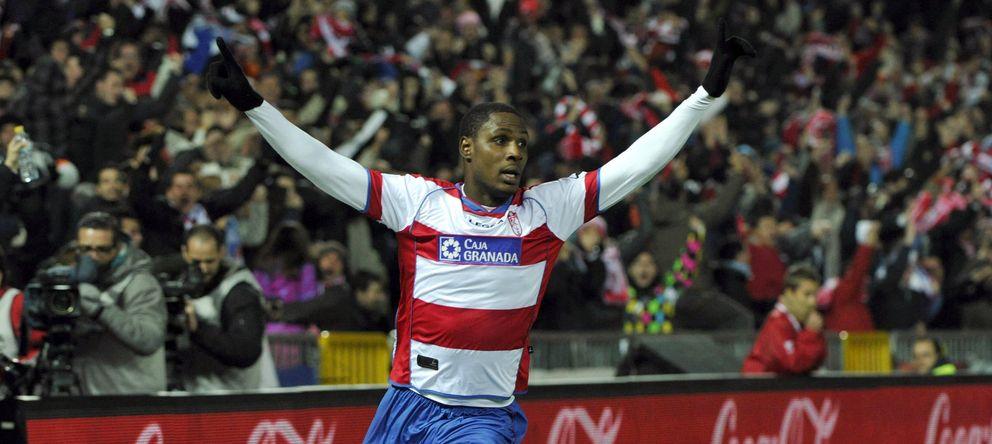 Foto: Ighalo celebra un gol marcado por el Granada (EFE)