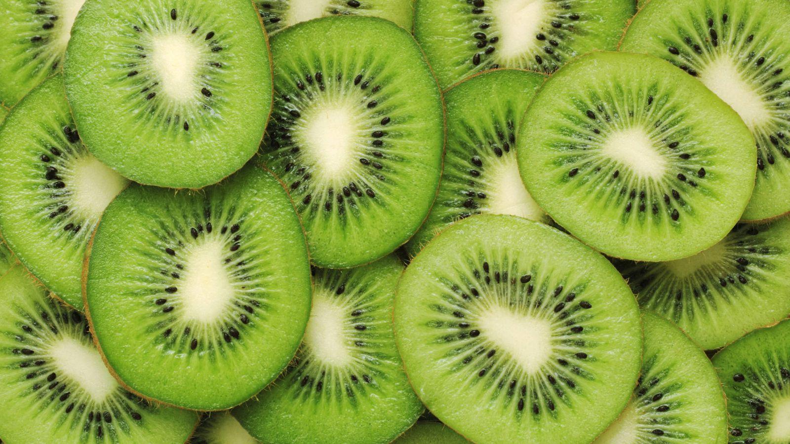 Foto: El kiwi es uno de los alimentos más ricos en vitamina C. (iStock)