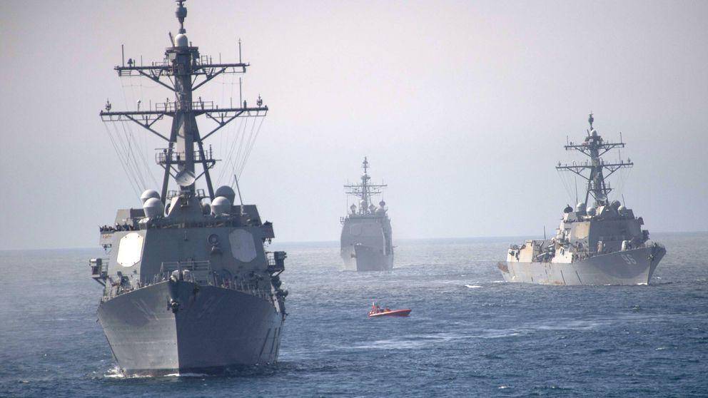 Un megaportaaviones y destructores: la flota militar de EEUU que siembra la discordia