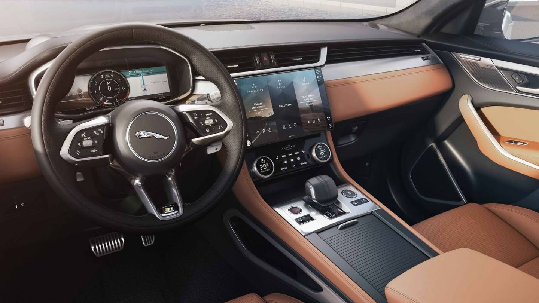 Interior del nuevo F-Pace que incluye la pantalla curva de 11,4 pulgadas.
