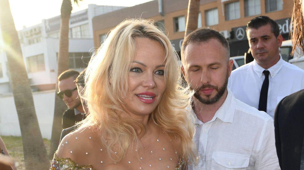 Foto: Pamela Anderson en la inauguración de un chiringuito en Marbella. (Gtres)