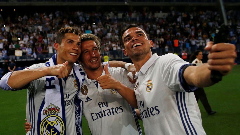 Ronaldo, Coentrao y Pepe celebrando la Liga. (Reuters)