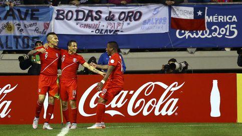 Un 'hat-trick' de Paolo Guerrero mete a Perú a 'semis', donde se medirá a Chile