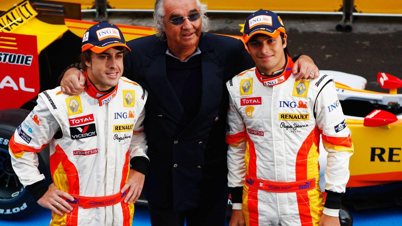 Fernando Alonso, Flavio Briatore y Nelson Piquet. (Getty)