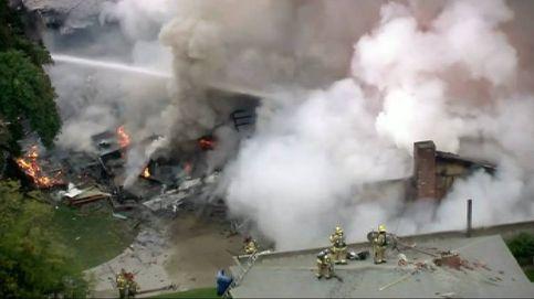 Se estrella una avioneta contra una casa en Los Ángeles