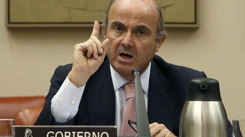 Guindos mejora las condiciones de la banca frente a las CCAA en pleno desplome de tipos