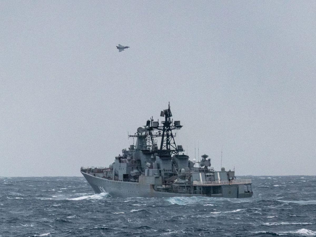 Foto: El destructor Vicealmirante Kulakov, a su paso por aguas británicas. (EFE)