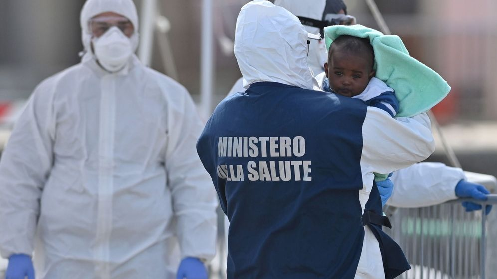 Foto: Inmigrantes recogidos en el mar Mediterráneo. (Reuters)