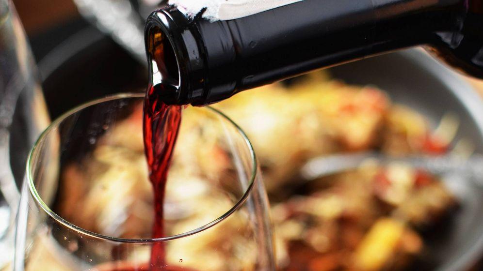 Foto: El vino tinto puede ser un excelente compañero del pescado.