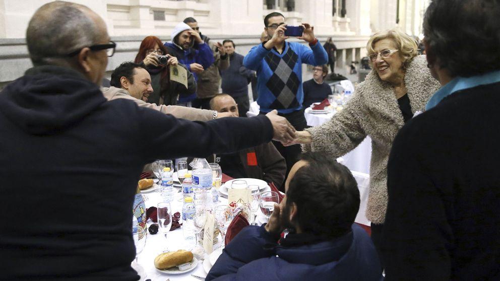 La alcaldesa no tenía que haber ido: duras críticas a la cena de Nochebuena de Carmena
