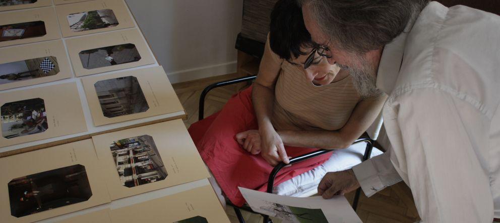 Foto: Isidoro Valcárcel Medina muestra sus archivos de performances en su casa de Madrid. (Bulegoa z/b)