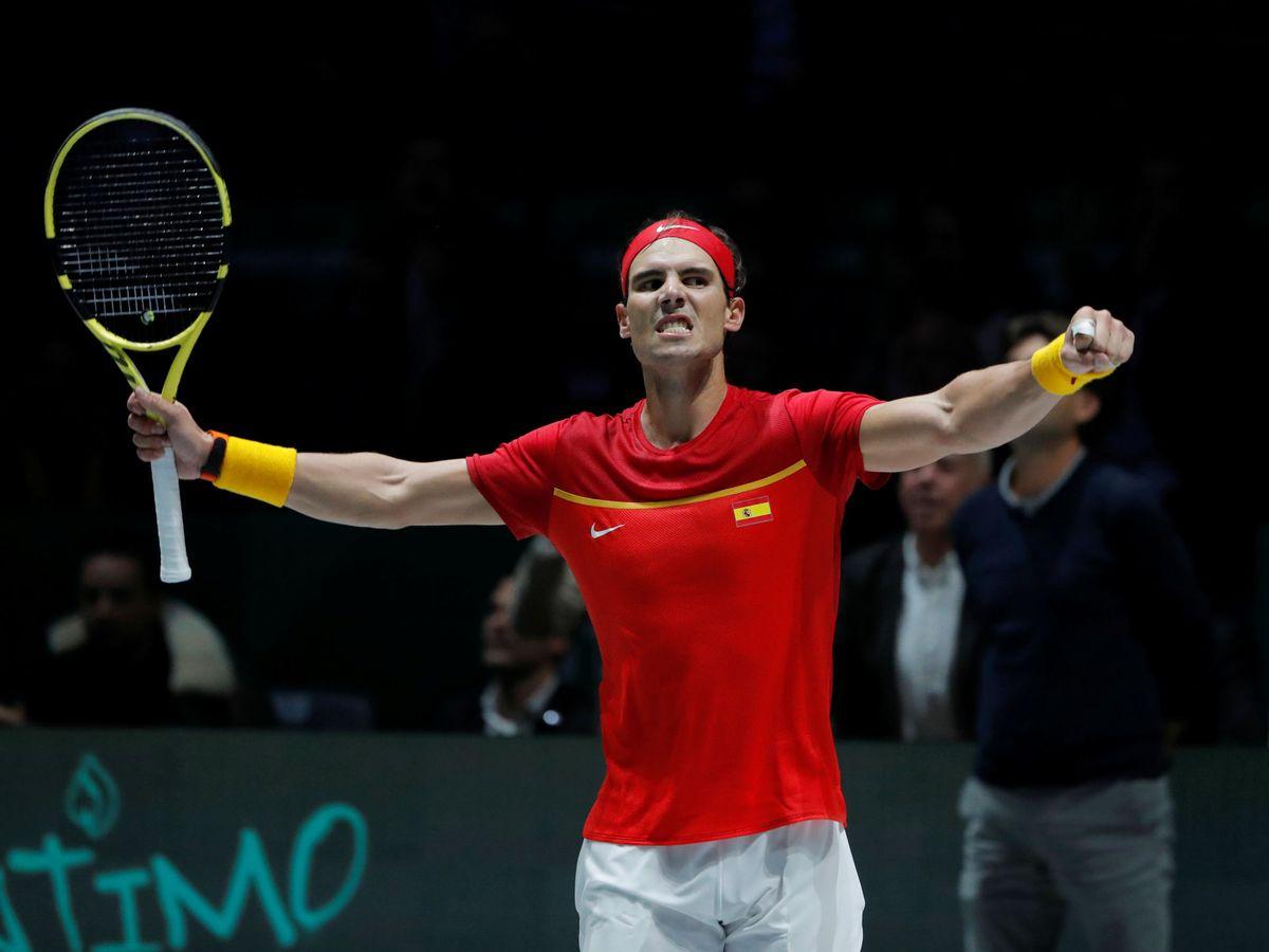 Foto: Rafa Nadal celebra su victoria ante Karen Khachanov con toda la Manolo Santana puesta a sus pies. (Reuters)