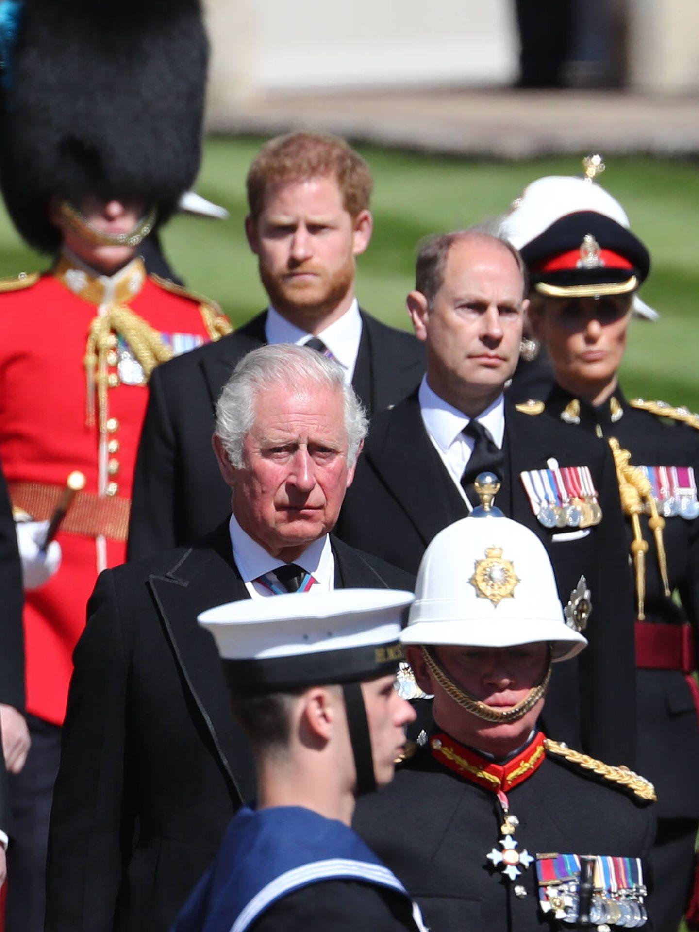 Carlos, Eduardo y Harry, en el funeral del duque de Edimburgo. (Getty)