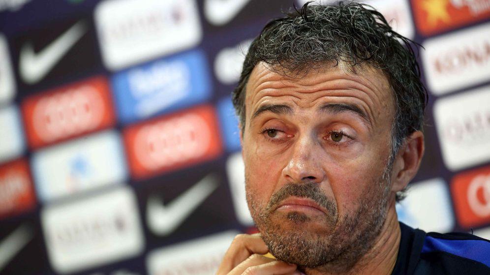 Foto: Luis Enrique, pensativo, durante una rueda de prensa en su etapa como entrenador del Barcelona. (Efe)