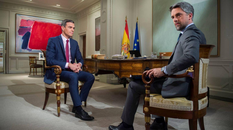 El presidente del Gobierno, Pedro Sánchez, durante la entrevista con Carlos Franganillo en TVE, en febrero de 2019. (EC)