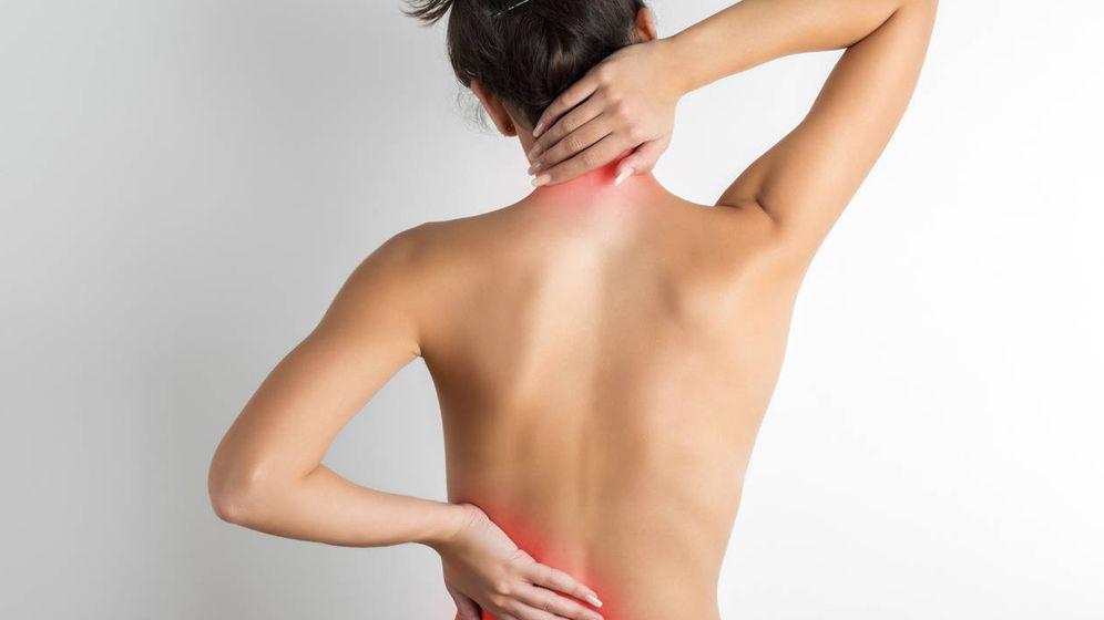 Foto: Una mujer que sufre dolores musculares. Foto: iStock.