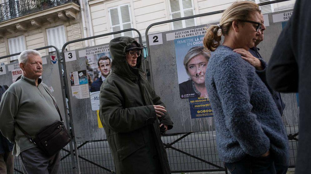 Foto: Colas ante un colegio electoral del noveno distrito de París. (E. Granados)