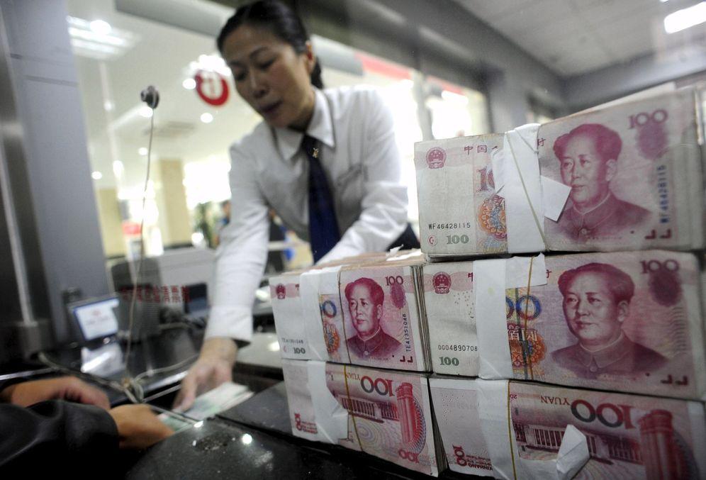 Foto: Billetes de renminbi (RMB) en un local de cambio de divisas. (Reuters)